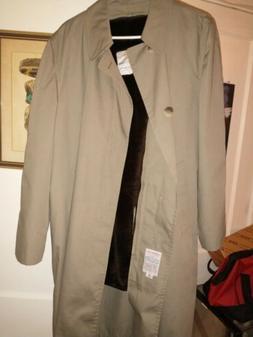 London Fog rain/ outdoor dress coat. 42 reg. Brand New. Goes