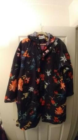 Peter Nygard Womens Raincoat Flowers Size Plus 1x,brand new